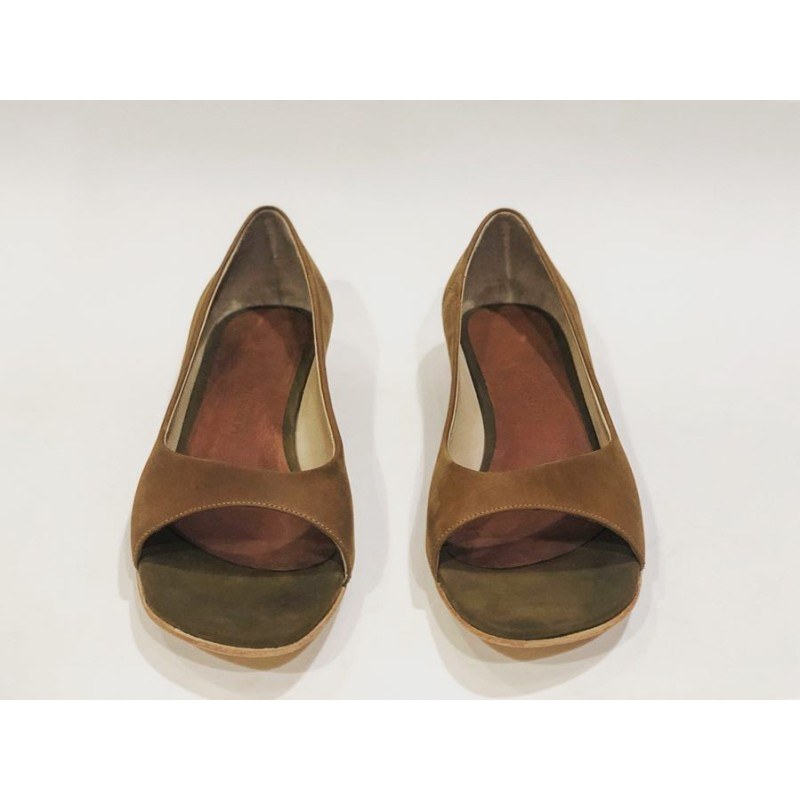 Florencia Kichay handmade leather sandals fatty camel details green wine brown