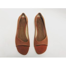 Florencia Kichay wine brown ranger details red brown