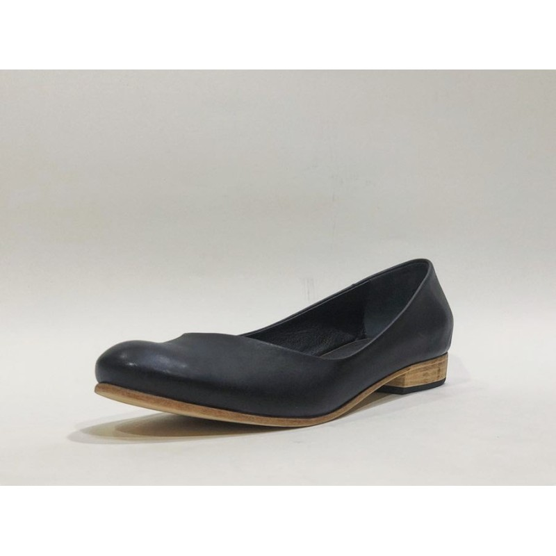 Florencia handmade leather shoes black napa details red
