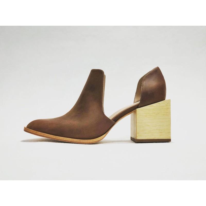 Alfonsina handmade leather shoes wine brown ranger details beige wooden heels natural 7 cm