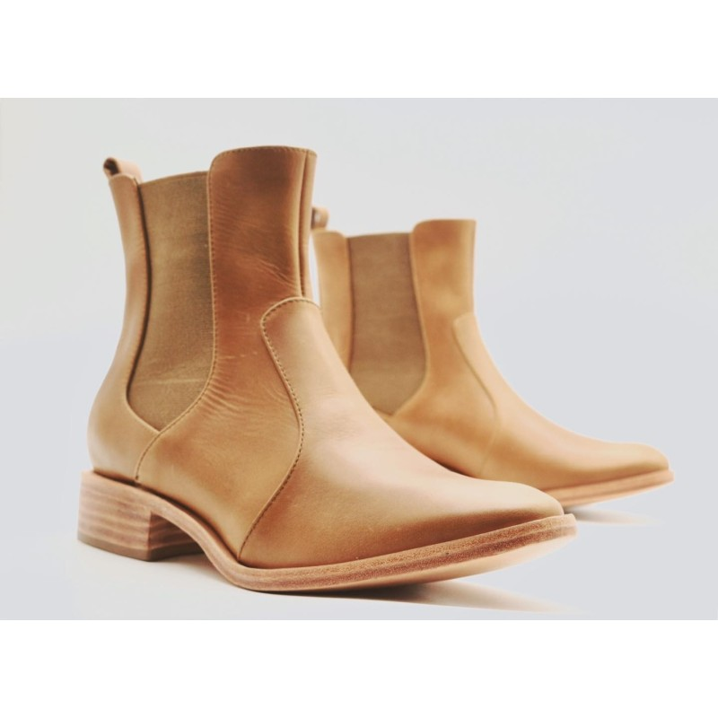 Hache Ranger caramel leather shoes lined in sheep leather and sole plant
