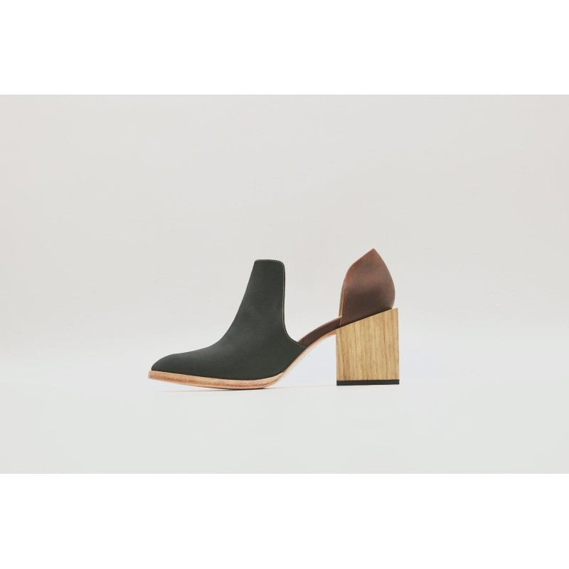 Alfonsina black greasy leather and red matt black greasy leather heels