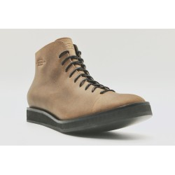 Ocho Cerato oily camel with Platform details in black shoe made of leather